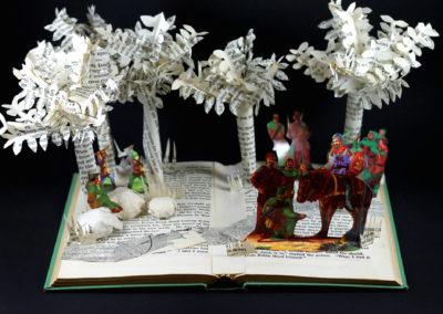 robin_hood_book_sculpture_above_cn9rdd